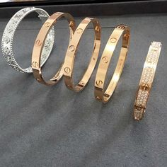 cartier, luxury, and bracelet image Cute Jewelry, Jewelry Rings, Jewelry Watches, Jewelry Accessories, Fashion Accessories, Love Bracelets, Cartier Love Bracelet, Parfum Chanel, Gold Bangles