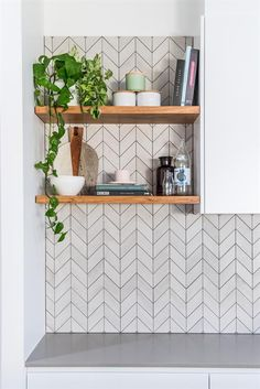 62 tiled splashbacks you shouldn't be afraid to use in 2019 — Verity Jayne White chevron tiles with grey grout. Kitchen designed and made by: Loughlin Furniture Related posts:Master Walk-In Closet Design Ideas and. Chevron Kitchen, Chevron Tile, Herringbone Tile, Interior Modern, Home Interior, Home Design, Kitchen Splashback Tiles, Small Kitchen Backsplash, Splashback Ideas