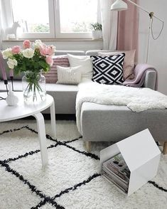 ◊ Auch in diesem Wohnzimmer darf e. ◊ Carpet trend with Moroccan roots! ◊ Also in this living room a Beni Ourain rug may not be missing. The hand-tufted woo Beige Carpet, Patterned Carpet, Modern Carpet, Wool Carpet, Sofa Skandinavisch, Coffee Table Rug, Fluffy Comforter, Tumblr Rooms, Carpet Trends