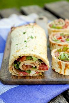 Low Carb Pizzarolle - ein schnelles und gesundes Low Carb Rezept - Low Carb Rezepte - Low carb pizza roll – a quick and healthy low carb recipe Healthy Low Carb Recipes, Healthy Snacks, Vegetarian Recipes, Healthy Pizza, Quick Recipes, Pizza Recipes, Low Carb Pizza Rolle, Law Carb, Easy Meals