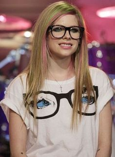 Celebrities with Glasses - Avril Lavigne