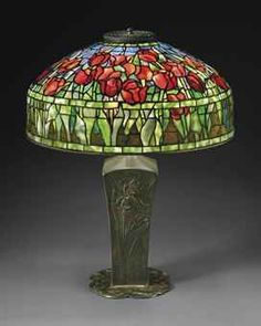 TIFFANY STUDIOS  A 'TULIP' LEADED GLASS AND BRONZE TABLE LAMP, CIRCA 1910