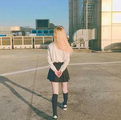 Imagem de airport, asian, and blonde hair