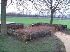 Those big tree stumps like a semi-fence. Die grote boomstronken zo als een semi-omheining. Those big tree stumps like a semi-fence. Paddock Trail, Horse Paddock, Dream Stables, Dream Barn, Trail Riding Horses, Cross Country Jumps, Farm Layout, Horse Stalls, Horse Farms