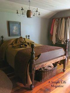 primitive homes decorations Primitive Homes, Primitive Country Bedrooms, Primitive Kitchen, Country Primitive, Farmhouse Bedrooms, Antique Bedrooms, Rustic Bedrooms, Bedroom Vintage, Prim Decor