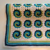 These swirls have really grown on me! Here you'll find a 3-colored version of the Swirl Baby Blanket Pattern. You can make your own blanket as cheerful, colourful and playful as you wish!