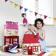 Make a house for the kids to play with. Free pattern.