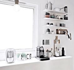 via Only Deco Love Coffee Station Kitchen, Coffee Bar Home, Coffee Corner, Kitchen Interior, Kitchen Decor, Küchen Design, Interior Design, Kallax, Scandinavian Kitchen