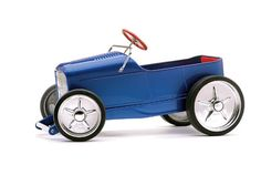 Read about custom street rod pedal cars and how 10 builders with a whole lot of heart gave 10 pedal cars a whole bunch of soul - Street Rodder Magazine Karting, Radio Flyer Wagons, Toy Cars For Kids, Classic Pickup Trucks, Metal Toys, Gadgets, Kids Ride On, Ride On Toys, Pedal Cars