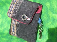 Passion et Couture: How to sew a cell phone case. Using old jeans we can create this beautiful phone case!