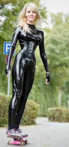 I love that #latex  catsuit