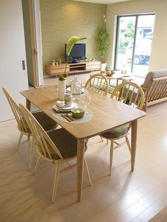ライトグリーン色をテーマカラーとしたナチュラルコーディネートしたリビングダイニング空間! Ercol Dining Table, Muji Style, Cozy House, Living Room, Interior, Kitchen, Inspiration, Furniture, Design