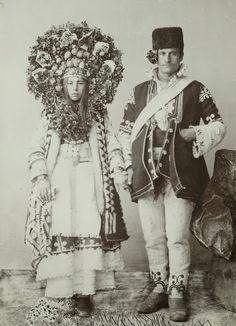 Bride & groom in traditional Bulgarian wedding costumes Traditional Wedding, Traditional Dresses, Old Photos, Vintage Photos, Portraits Victoriens, Mode Costume, Ethno Style, Wedding Costumes, Arte Popular