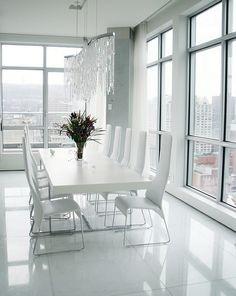 Wie sieht das moderne Esszimmer aus? - moderne esszimmer komplett in weiß fliesenboden minimalistisch