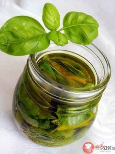 Bazalka v oleji | NajRecept.sk Pickles, Cucumber, Healthy Lifestyle, Herbs, Salad, Homemade, Food, Gardening, Home Made