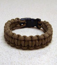 Paracord Bracelet with a Buckle