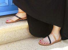 Handgemachte Sandalen aus natürlichen und schwarzem Leder