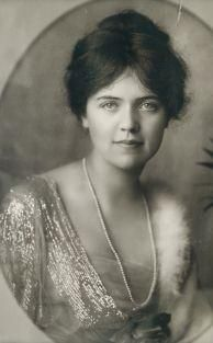 Allene Tew (1872-1955) was an American socialite during the Gilded Age who became a European aristocrat by marriage. A DAR member.