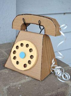 Telefoon van karton - Cardboard Telephone via ikat bag Kids Crafts, Family Crafts, Craft Projects, Arts And Crafts, Craft Kids, Carton Diy, Diy Karton, Cardboard Toys, Cardboard Crafts Kids