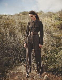 Bruna Tenorio Models Desert Chic Looks for Madame Germany Fashion Shoot, Editorial Fashion, Boho Fashion, Photography Women, Fashion Photography, Editorial Photography, Safari Outfits, Versace Jacket, Safari Chic