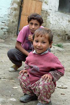 Romanian gypsy children by Tom-UK