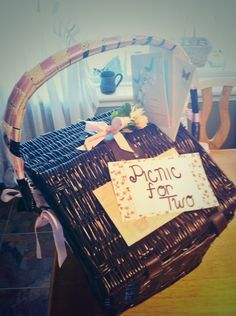 DIY wedding gift idea!! Picnic for 2! Fill basket with 2 wine glasses, 2 plates, silverware, napkins, bottle of wine or sparkling cider! Adorable!