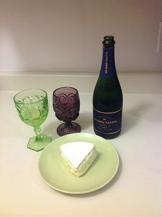 Wine and Cheese pairing: Mumm Sparkling Cuvee and Mushroom Triple Cream Wine And Cheese Party, Wine Cheese, Cheese Tasting, Wine Tasting, Castle Rock Wine, Wine Glass Markers, Champagne Region, Cheese Pairings, Types Of Cheese