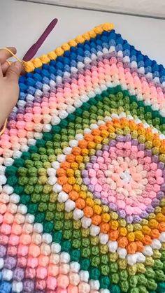 Crochet Purse Patterns, Crochet Motif, Crochet Designs, Crochet Flowers, Crochet Stitches, Knitting Patterns, Bubble Crochet Stitch, Crochet Pants Pattern, Bobble Stitch Crochet Blanket