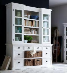 Aufsatzschrank Shabby chic HALIFAX - so schön sind Möbel im Landhausstil. Antikweiss lackiertes Buffet mit Rattankörben in Kubu grau.