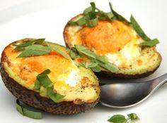 Avokádós tojás reggeli recept: Finom és egészséges avokádós reggeli fogás! Próbáld ki ezt a receptet is! ;)