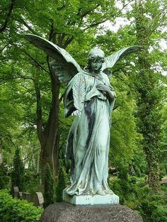 from a distance this statue looks like its eyes are lit. Cemetery Angels, Cemetery Statues, Cemetery Art, Angel Statues, Greek Statues, Buddha Statues, Statue Tattoo, Old Cemeteries, Graveyards