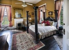 1851 Historic Maple Hill Manor Bed and Breakfast in Springfield, Kentucky