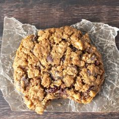 These big and chewy oatmeal cookies are true winners. After baking with this oatmeal cookie recipe you'll raise your standards cookies everywhere. Oatmeal Cookie Recipes, Oatmeal Raisin Cookies, Chocolate Chip Oatmeal, Chocolate Babka, Chocolate Chips, The Oatmeal, Yummy Oatmeal, Sweet Recipes, Real Food Recipes