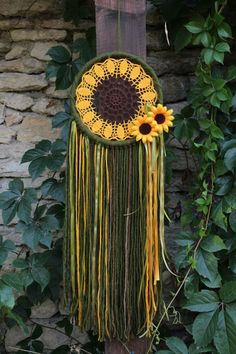 Dream catcher/Boho dreamcatcher/Hippie/Crochet by MyHappyDreams Sunflower Dreamcatcher - craft inspiration - I'm not big into dream catchers but this is shabby chic and I just love it DIY Beautiful and Unique Dream Catcher Ideas This dreamcatcher from Thi Hippie Crochet, Crochet Diy, Crochet Doilies, Cotton Crochet, Crochet Ideas, Dream Catcher Craft, Dream Catcher Boho, Dream Catcher Patterns, Dreamcatcher Crochet