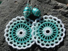 Crocheted  Earrings in Mint and White color.. €11,00, via Etsy.
