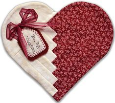Visit our FREE Project Page! This Heart Mug Rug is by Penny Haren and was made with the Creative Grids® Log Cabin Trim Tool. Mug Rug Patterns, Quilt Patterns Free, Canvas Patterns, Small Quilt Projects, Quilting Projects, Small Quilts, Mini Quilts, Heart Quilt Pattern, Valentines Mugs