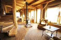 Learn the advantages of timber frame and straw bale houses in this article from MOTHER EARTH NEWS magazine.