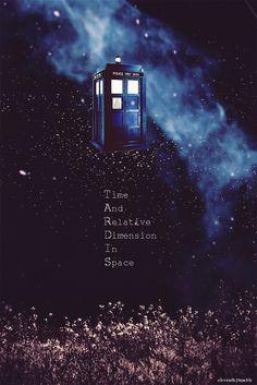 Tardis - Doctor Who - blue box - time machine Décimo Doctor, Doctor Who Tardis, Eleventh Doctor, Eighth Doctor, Doctor Who Fan Art, Doctor Who Quotes, Doctor Who Wallpaper, Tardis Wallpaper, Wallpaper Backgrounds