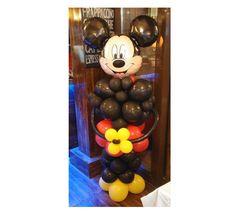 Mickey Mouse realizat din baloane umflate cu aer. Inaltimea este aproximativ 180cm.  Perfect pentru a fi asezat la intrarea in salon sau stanga-dreapta mesei unde vor sta parintii si nasii, alaturi de partenera sa, Minnie din baloane. Mickey Mouse, Wreaths, Halloween, Home Decor, Decoration Home, Door Wreaths, Room Decor, Deco Mesh Wreaths, Home Interior Design