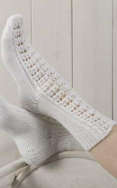 Pitsineule sukat nallesta Crochet Designs, Free Crochet, Knit Crochet, Little Cotton Rabbits, Knitting Socks, Knit Socks, Crochet Slippers, Yarn Colors, Stockings
