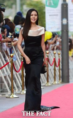 [Photos] The 10th Seoul Drama Awards, Celebrities on the Red Carpet @ HanCinema :: The Korean Movie and Drama Database