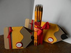 Link doesn't work - but still gives you an idea for an adorable pencil card Teacher Appreciation Gifts, Teacher Gifts, Teacher Thank You Cards, Scrapbook Cards, Scrapbook Layouts, Scrapbooking, Paper Crafts, Diy Crafts, Cricut Cards