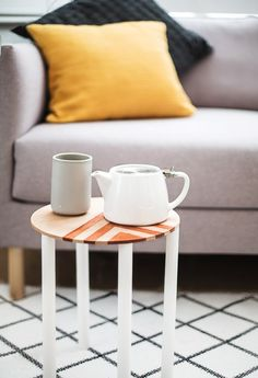 DIY modern side table with a pattern - Do It Yourself Home Decor Ideas - sugarandcloth.com