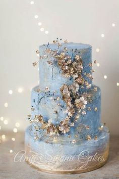 Magical blue + gold wedding cake #weddingcakes