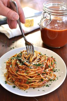 A classic marinara pasta sauce, 5 minutes to prepare then set and forget. {gf,v}