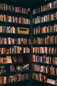 Home library inspiration Book Wallpaper, Wallpaper Backgrounds, Backgrounds Free, New Books, Good Books, Library Books, Portrait Photos, Library Inspiration, Dream Library
