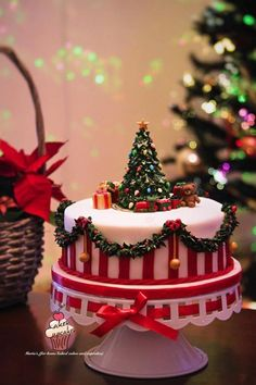 Christmas Cake - Cake by Maria's Watch the tutorial on https://m.youtube.com/watch?v=pajBZW94cC4&feature=youtu.be