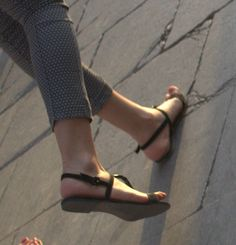 Sexy Turkish girls candid feet and face: beautiful turkish lady nice feet candid