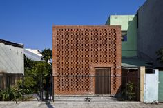 Termitary House / Tropical Space | Brick Material | Urban House | Box | Facade | Between Buildings |