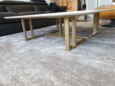 주문제작 소파 테이블 대리석 : 비앙코까라라 프레임 : 골드색상 사이즈 : 주문제작 Custom Sofa, Custom Made, Rugs, Table, Home Decor, Farmhouse Rugs, Decoration Home, Room Decor, Tables